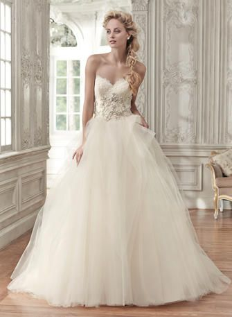 This Belongs In The Warmth Of Spring And Summer Weddings 3 Bravura Bridal
