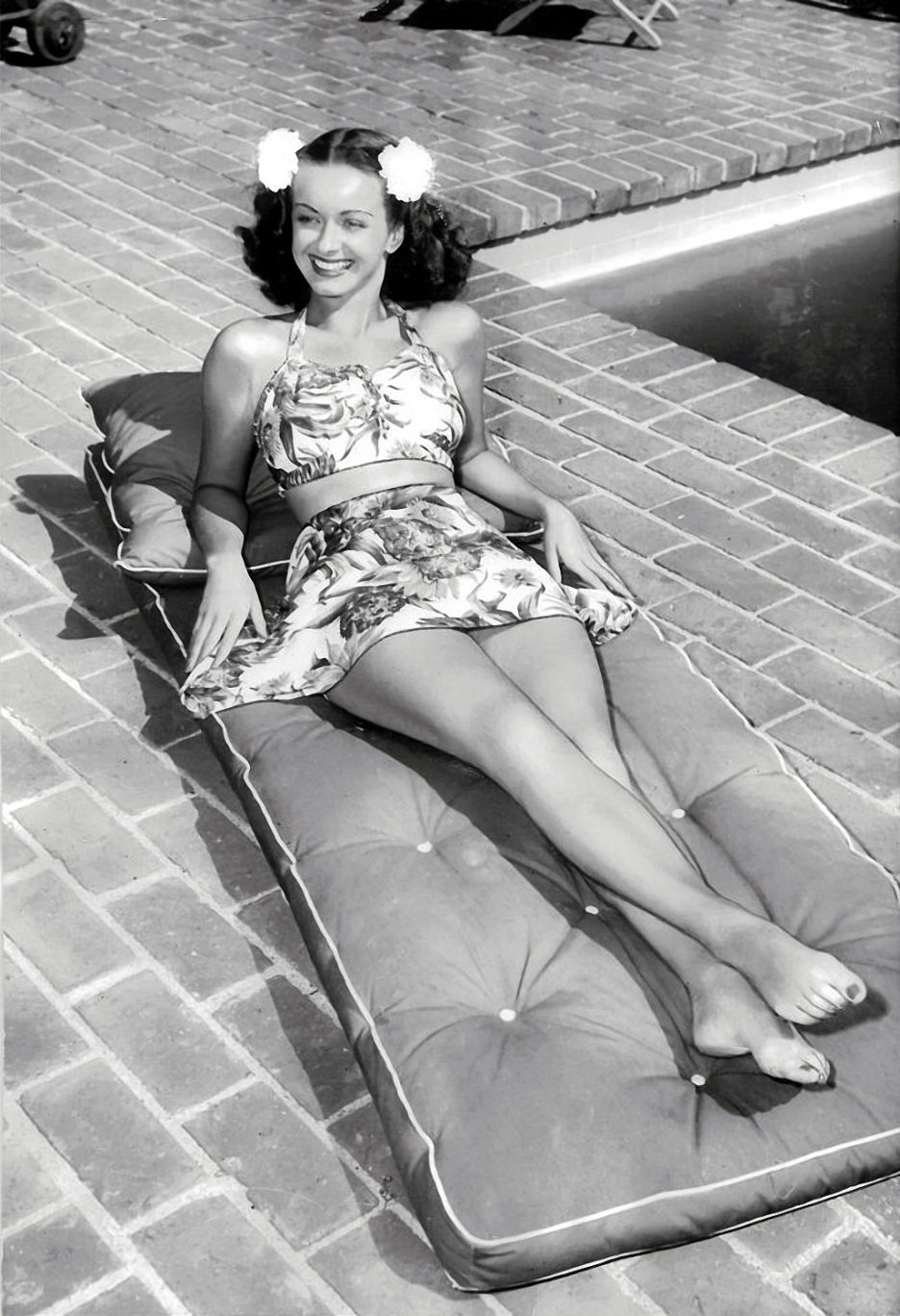Noel neill better known as lois lane her pin up picture was noel neill better known as lois lane her pin up picture was second in popularity only to betty grables among gis during world war ii thecheapjerseys Gallery