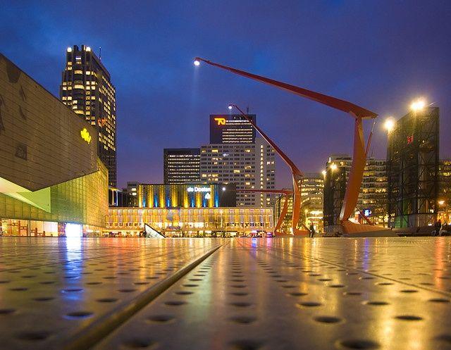 Weer een gave foto van het schouwburgplein schouwburgplein rotterdam pinterest weer - Moderne landschapsarchitectuur ...