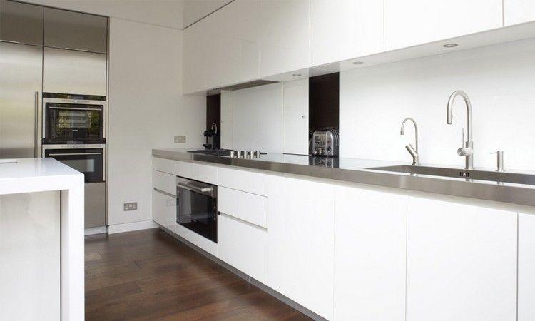 Weiße Küche Mit Edelstahl Arbeitsplatten