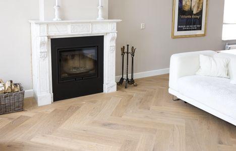 Massief houten visgraat vloer afgewerkt met twee maal witte olie de