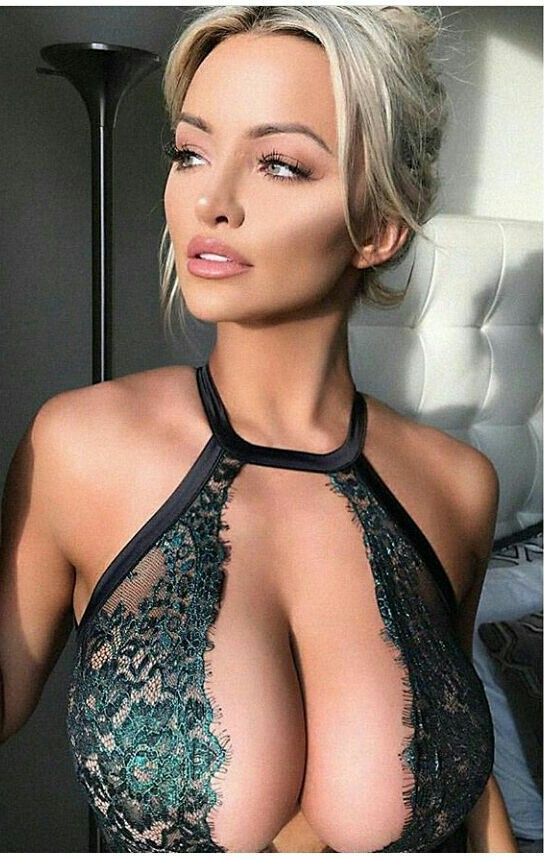 Hot naked side boob