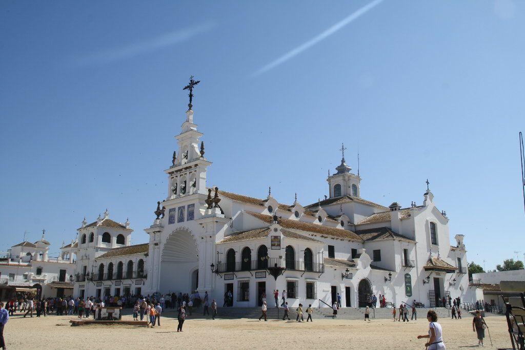 Vistas de la Iglesia de Almonte, tradición típica es saltar su reja para sacar la virgen del interior