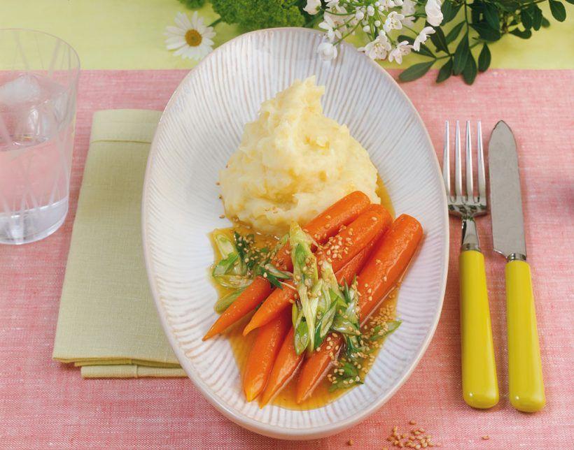 Süße Sesam-Möhren mit Kartoffelpüree - ein Veggie Rezept aus der Gemüseküche