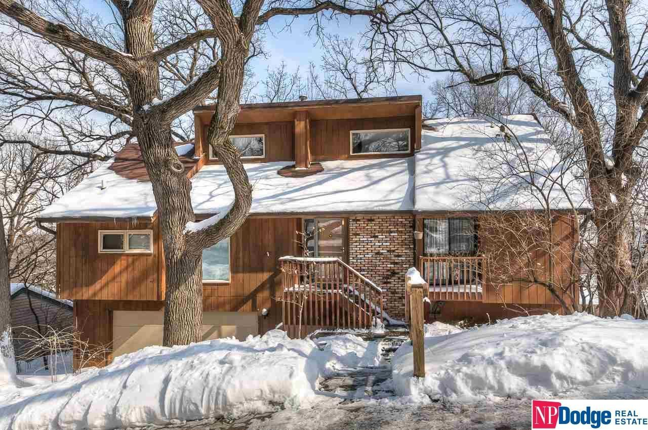 Amazing Raised Ranch On A Huge Treed Lot With Breathtaking Views Of The Missouri River And Loess Hills Th Open Concept Home New Bedroom Design Bedroom Windows