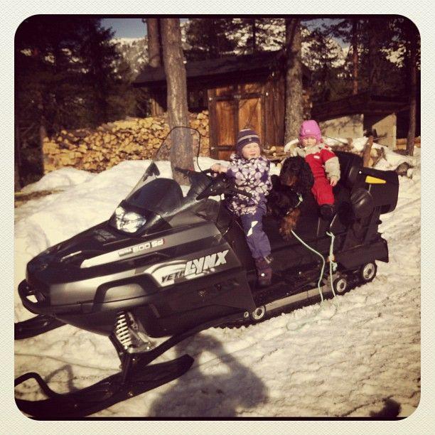 """@barolohelle's photo: """"Vinter 2011. #Live og #Tuva vil kjøre #snøscooter hele tiden:) #lynx #yeti #lifjell #fløien"""""""