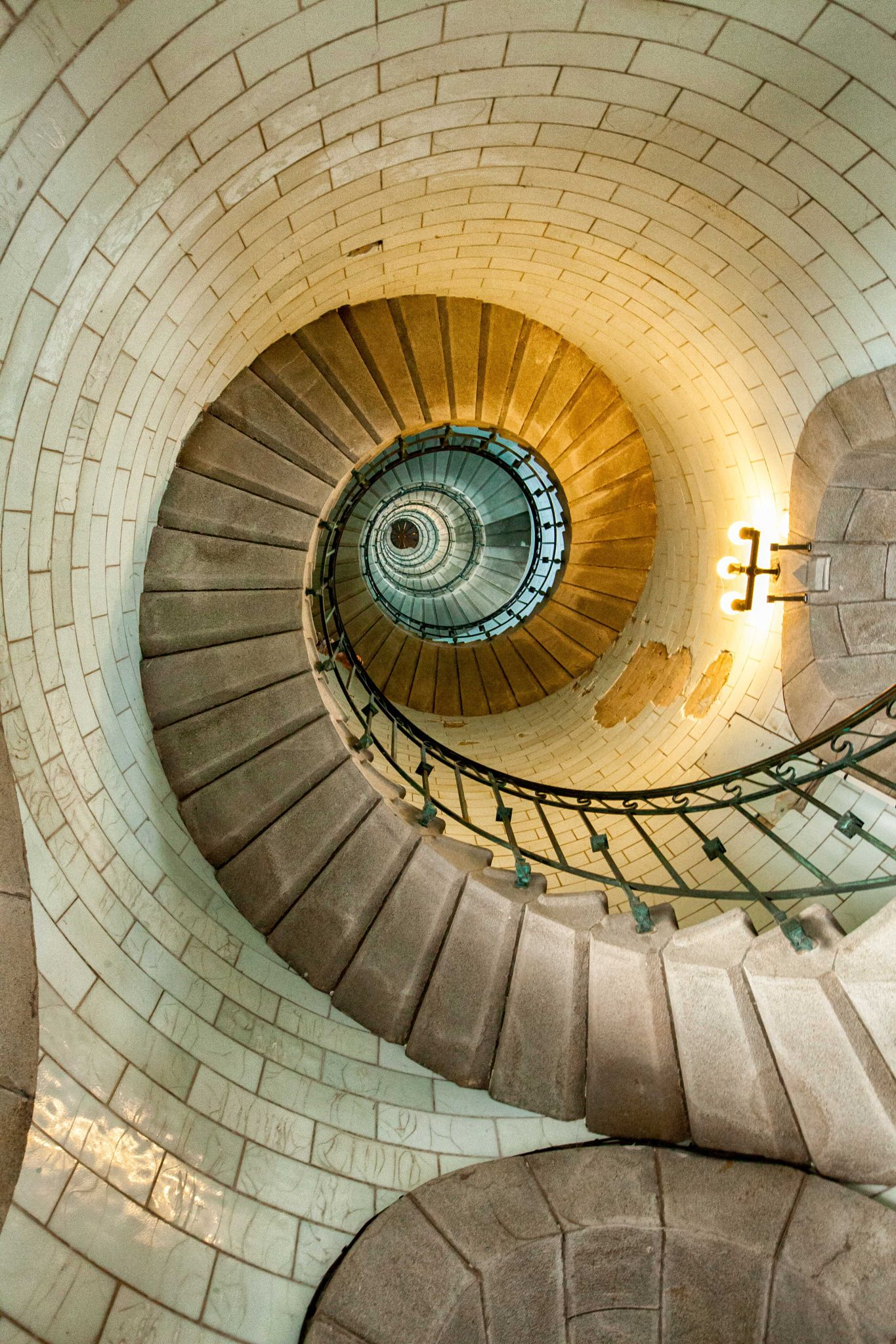 Lighting Basement Washroom Stairs: Eckmül Lighthouse Staircase