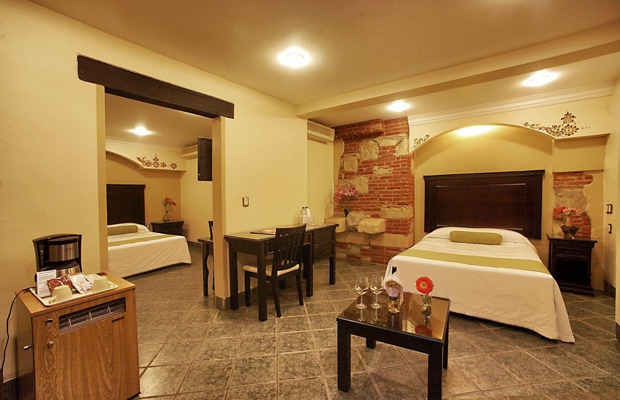 Habitación Master Suite Cuenta con servibar y una pequeña sala, en ...