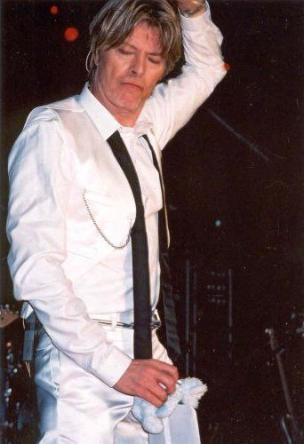David Bowie with a tatty teddy awwwww. I love watching him dancing.