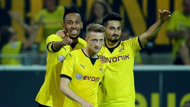 Borussia Dortmund.  Marco Reus trying to channel his inner Beyoncé.  So fierce.  Gündogan looks pretty fab too, haha!