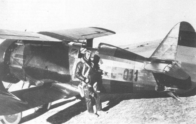 Polikarpov I-15 Chato de la Aviación republicana, pilotado por Rómulo Negrín (hijo del Presidente de la República Juan Negrín), con el código CC-011; el código CC indica que este aparato fue fabricado en la Unión Soviética.