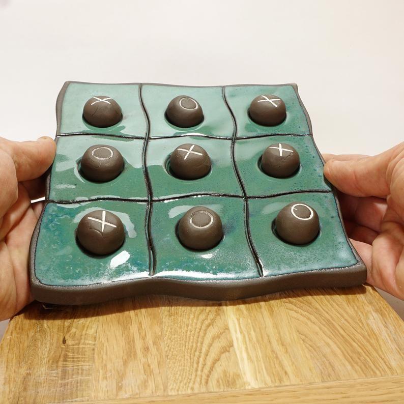 Tic Tac Toe Keramik Spiel, Tic Tac Toe Brett, Kinder und Erwachsene Spaß Spiel, grüne Keramik Brettspiel, Familie Tic Tac Toe Spiel, blaue einzigartige Kunst