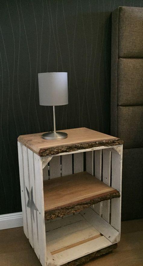 Nachttisch Beistelltisch Im Vintage Look Auf Rollen Tisch Wird Aus