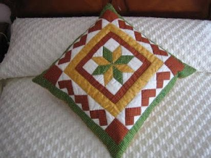 Cojines hechos con patchwork | Patchwork, Pillows and Patches
