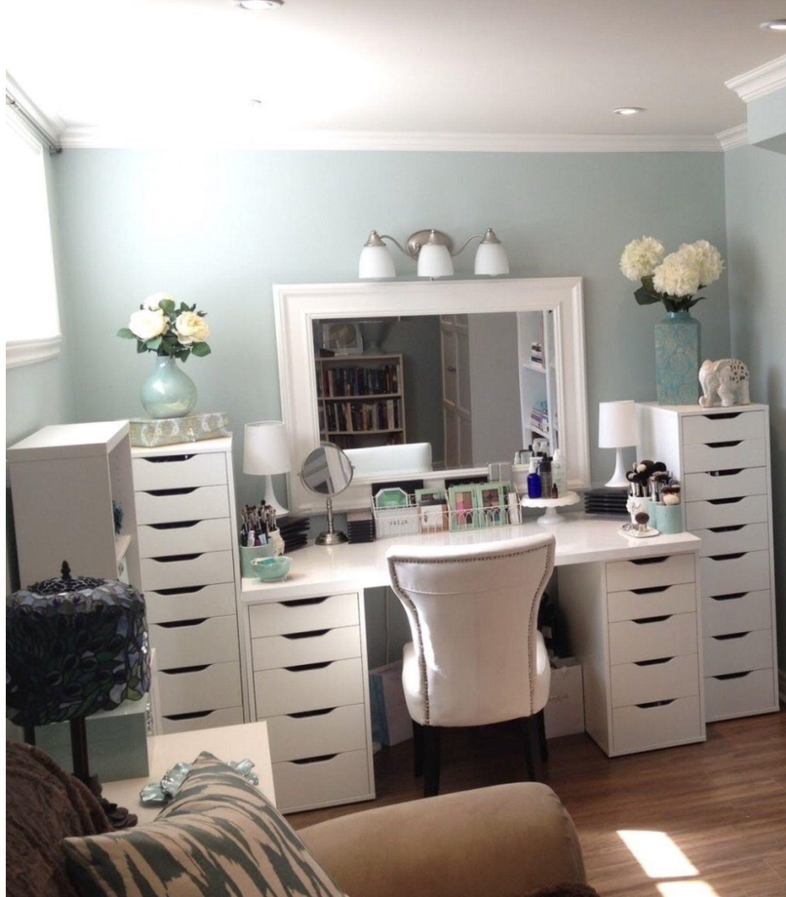 Https Www Instagram Com Sonnycosmetics Sonnycosmetics Love This Vanity Set Up So Serene Bedroom Vanity Set White Bedroom Vanity Ikea Vanity Table