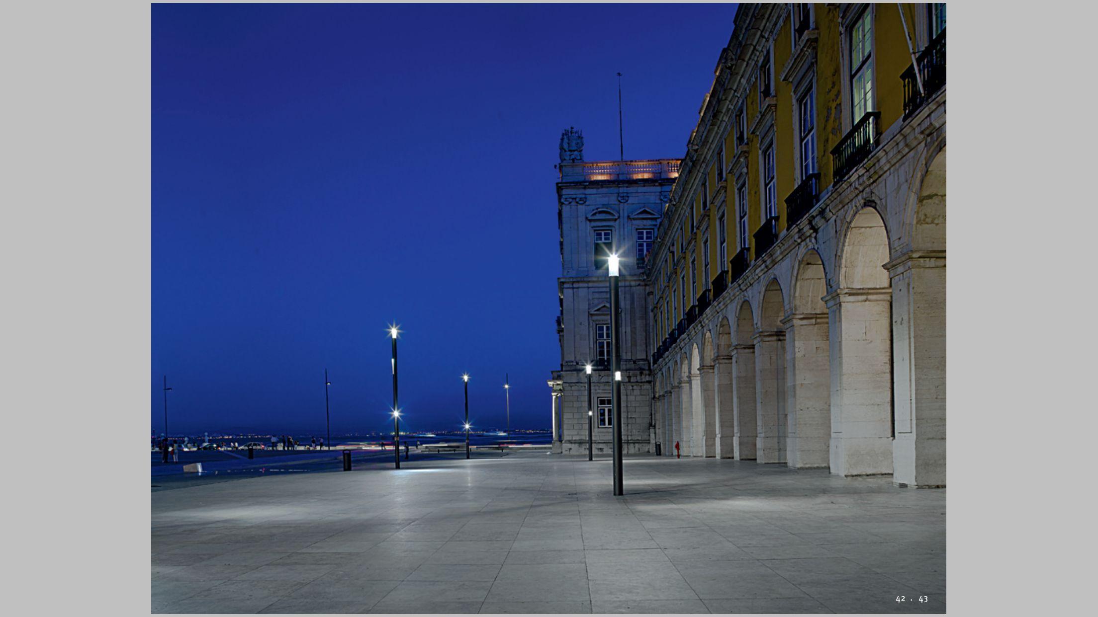 Hess city elements modular bollard street light system - Modular lighting paris ...