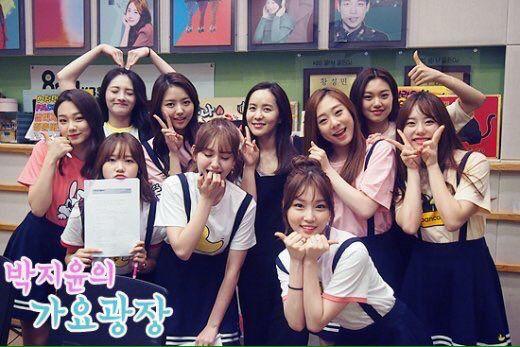 Sending their love! #I.O.I #LimNayoung #KimChungha #KimSejeong #JungChaeyeon #ZhouJieqiong #KimSohye #YuYunjung #ChoiYoojung #KangMina #KimDoyeon #JeonSomi