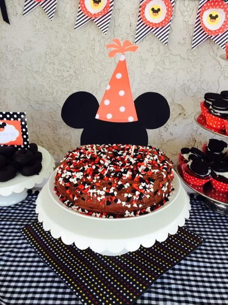 Want to throw a Disney Party?  Here are some great DIY ideas.  Found on www.dandelionmoms.com