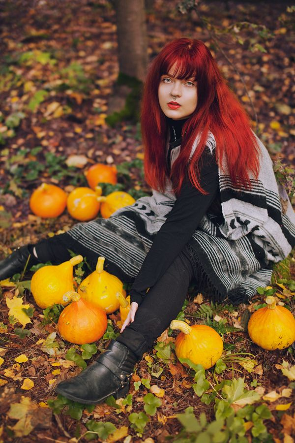 Autumn colors and pumpkins. Red hair and orange lipstick.  (C) Sanni Pasuri Photography