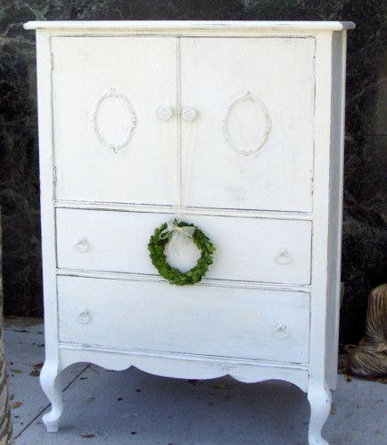 Love this shabby chic dresser.