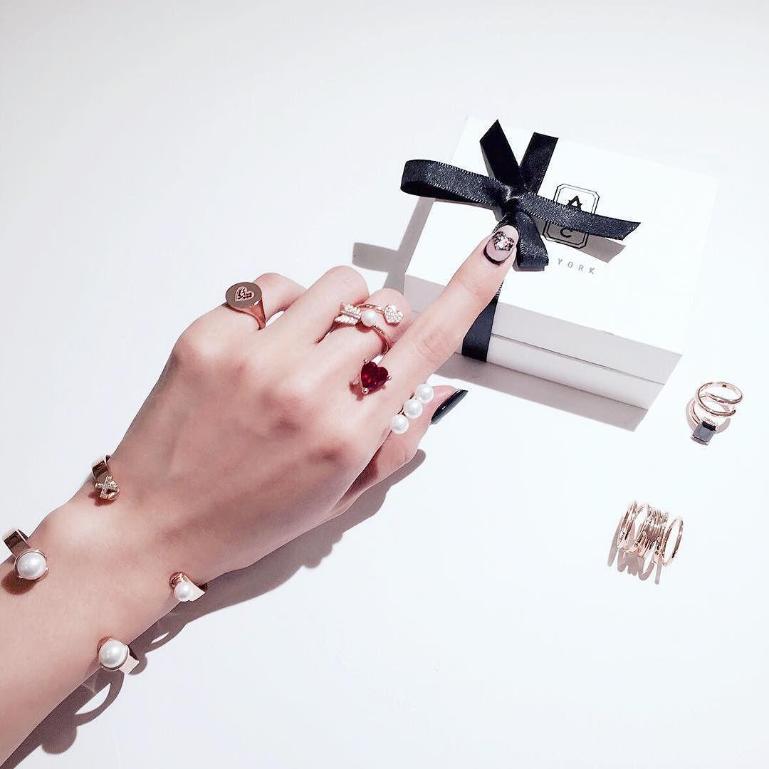 valentine's day gift ideas for her  - #avecnewyork #nyc_designer_jewelry_house  #valentineday #giftideas #giftguide  #nyc #soho #showroom #jewelry #아베크뉴욕 - 벌써 발렌타인데이 준비할 시간이 되었네요. 아시겠지만 미국은 발렌타인데이에 서로에게 선물한답니다 by avecny_chlo