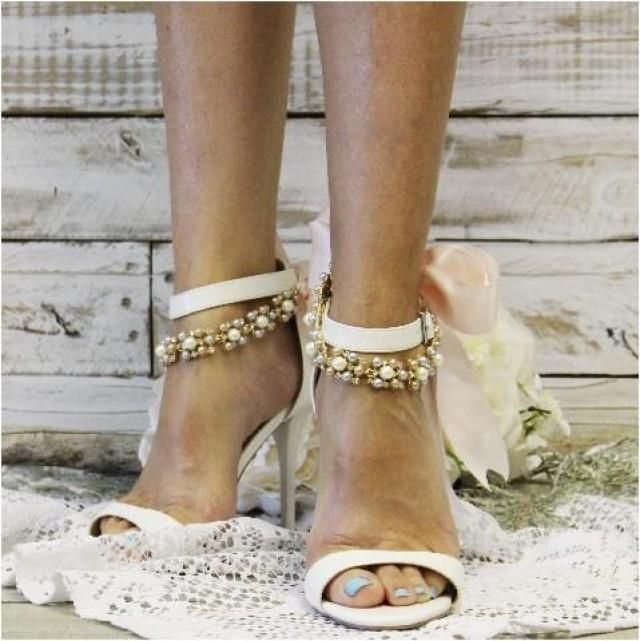 Dazzle on your wedding day wearing our blush and pastel pearl wedding ankle bracelet with pink silk-like ribbon. Our beautiful ribbon ankle bracelet makes any pair of pumps extra special. Something new and dazzling for your heels and pumps! Wear these pearl pretties with shoes or go barefoot!