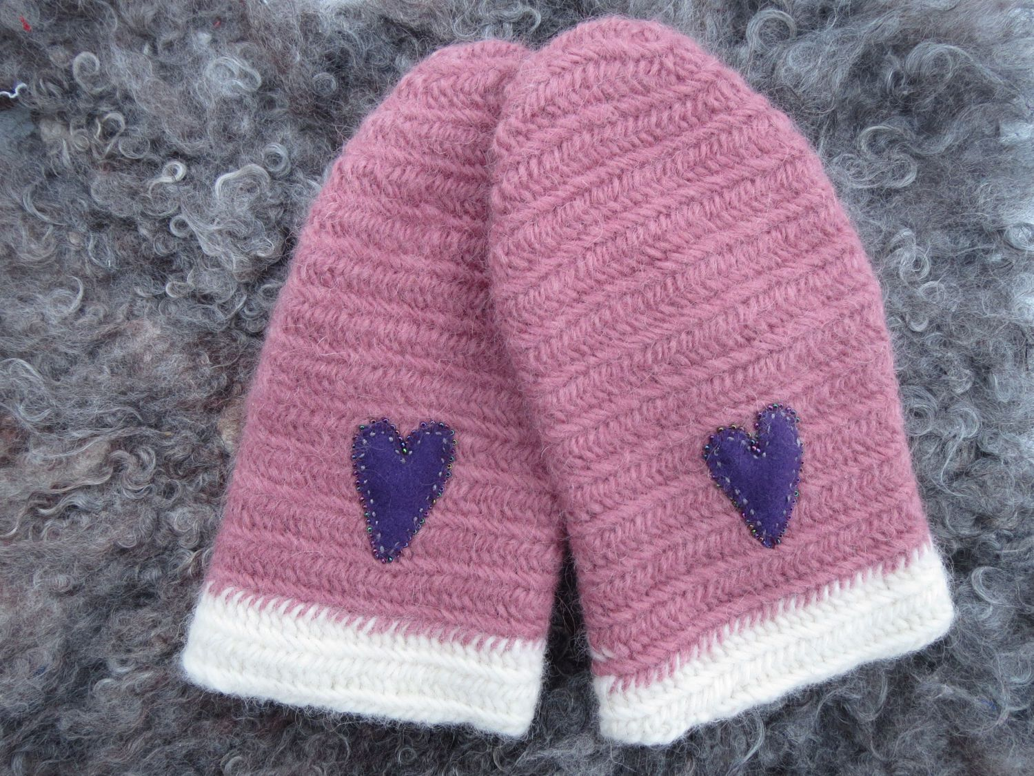 Pink mittens in Nålbindning-needlebinding-nalbinded by ArcticLightCrafts on Etsy