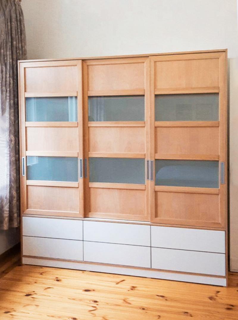 Kleiderschrank im Stilmix Möbel nach maß, Schrank