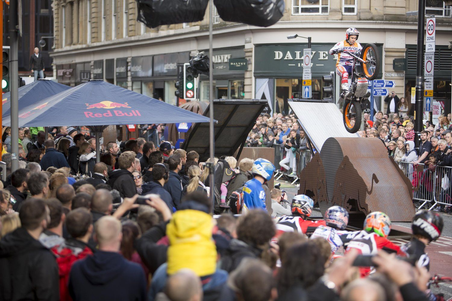 Toni Bou wins the biggest Red Bull City Trial yet, ahead of James Dabill and Michael Brown.