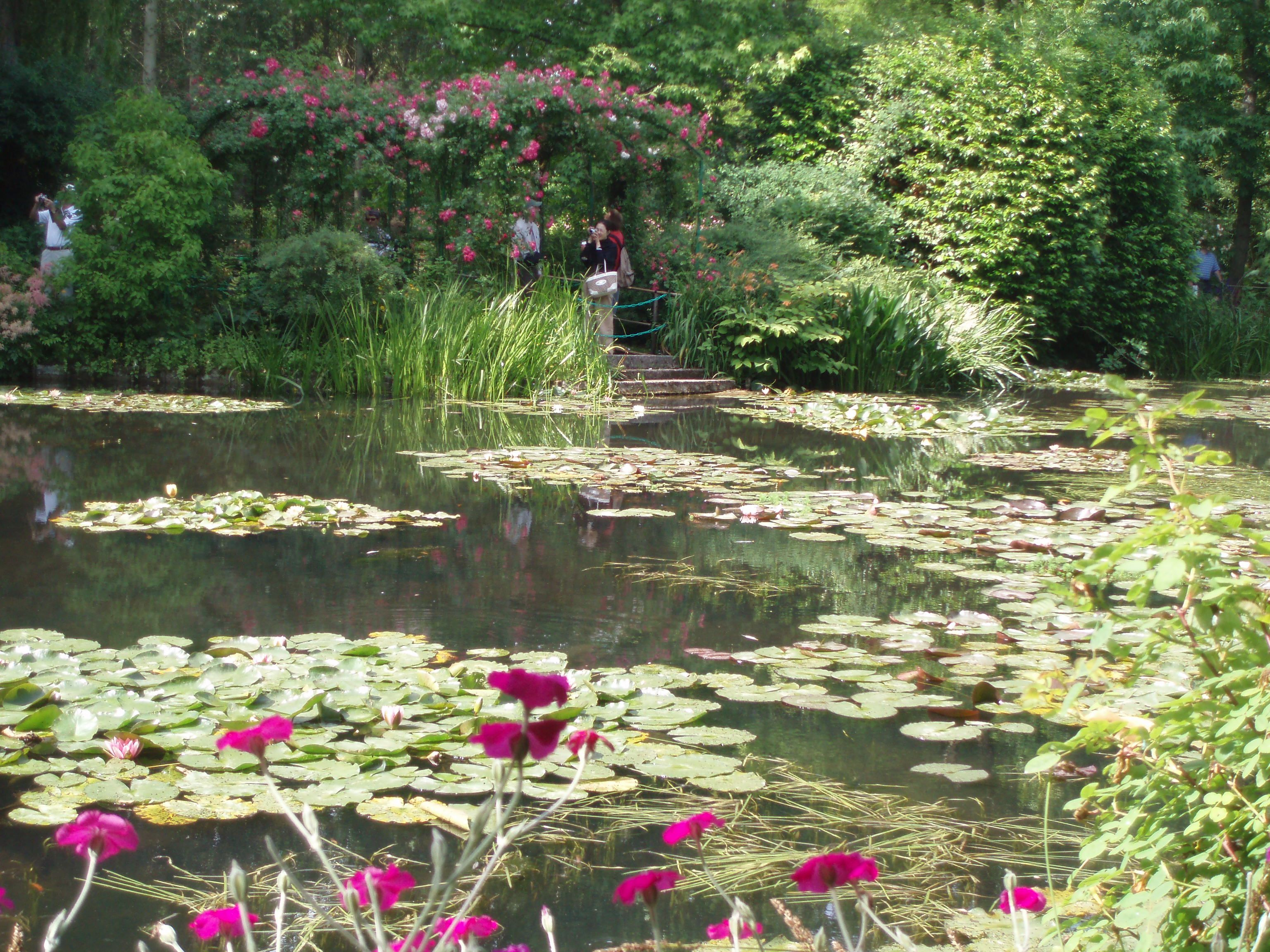 Water garden of monet 39 s house in giverny france paris city vision pariscityvision for Monet s garden france