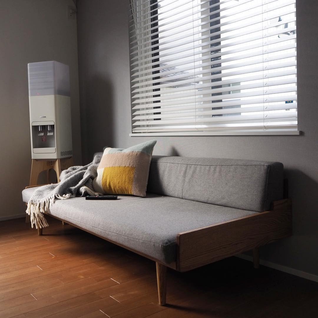 Tama On Instagram 新しいソファはモモナチュラルのものにしました シンプルで固めのものを探していたのでこちらのデザインに 1階はコの字になっているのですが リビング部分だけだと確か6畳しかないのでコンパクトなところも決め手でした お 2020