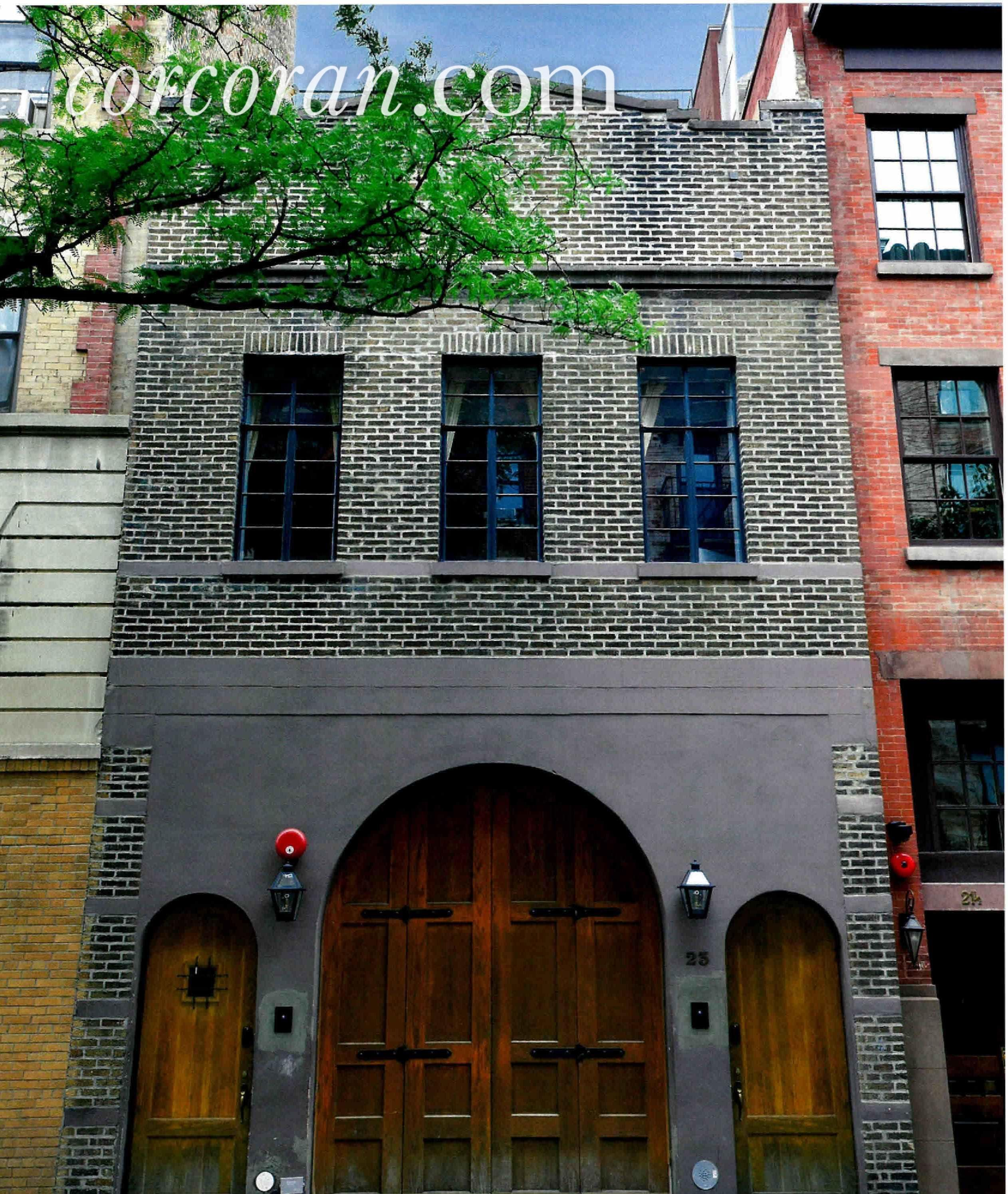 Taylor Swift Rents While Tribeca Digs Get Makeover Streeteasy West Village Townhouse Townhouse Exterior Nyc Townhouse