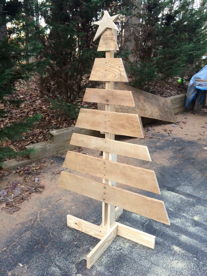 decorate christmas tree on pallets