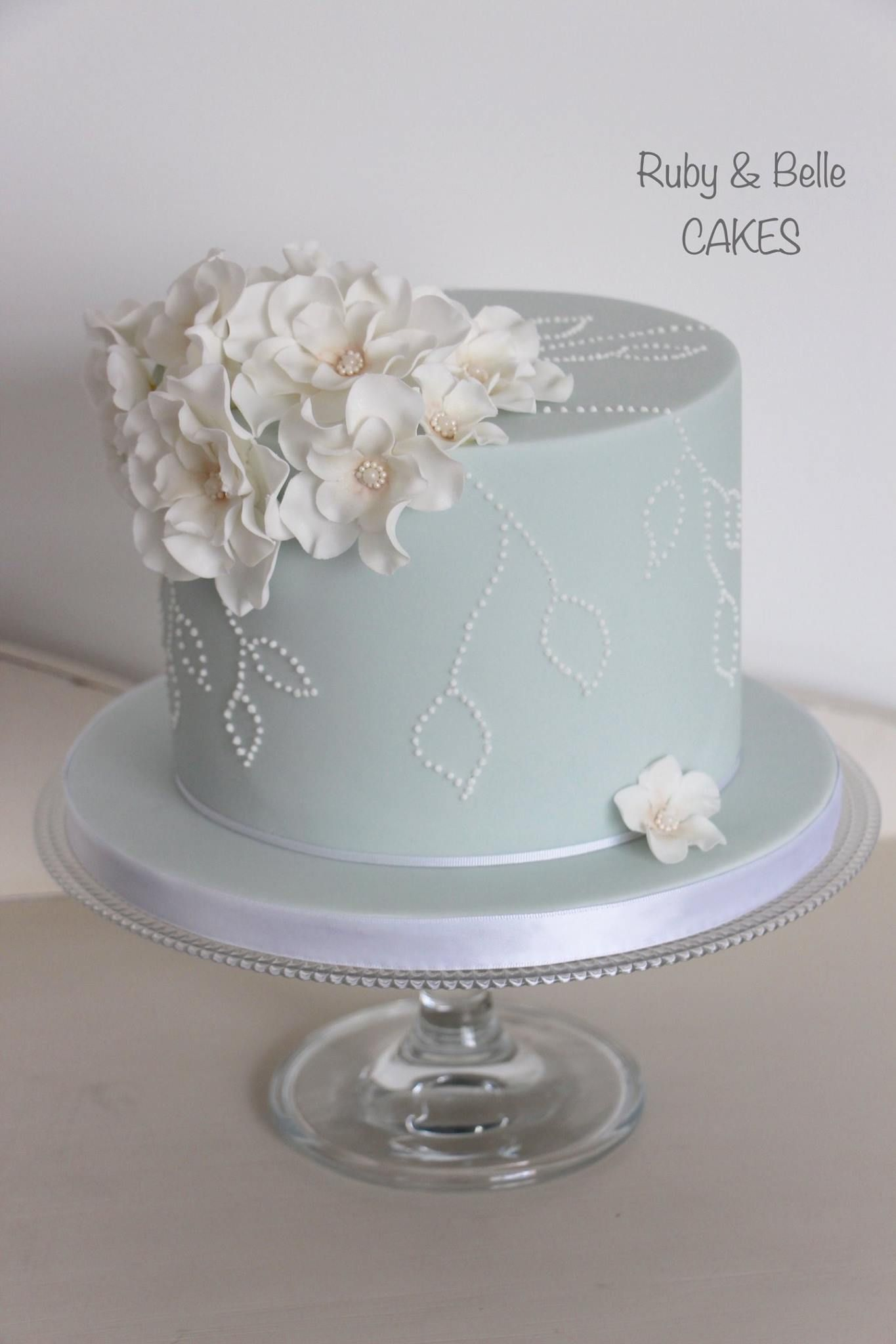 Single tier celebration or wedding cake with delicate