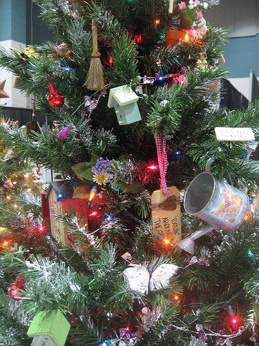 Christmas Gardener Tree Bonnie You Must Do This One Christmas Tree Themes Christmas Garden Decorations Xmas Tree Decorations