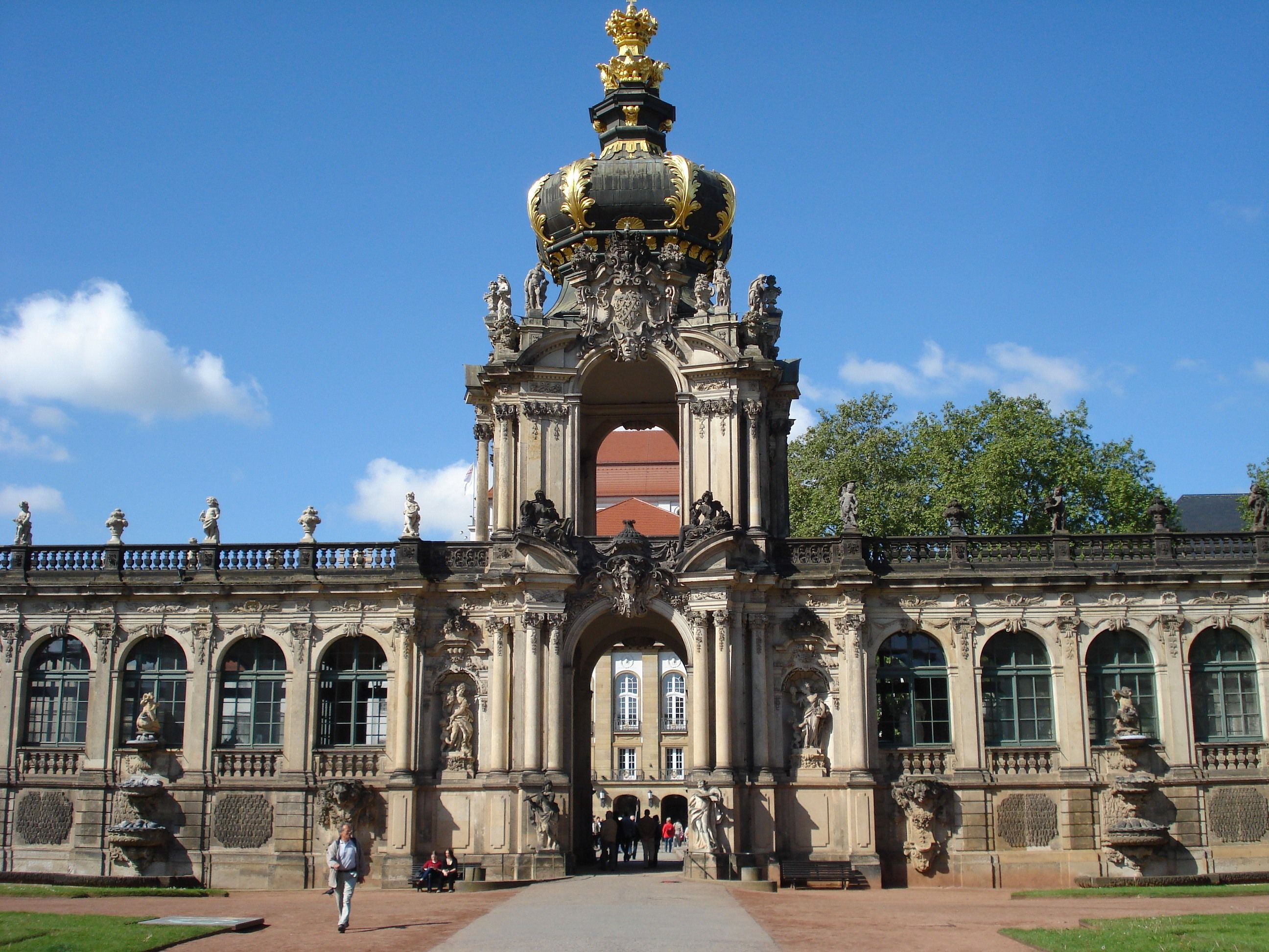 German Rococo Germany The Towering Gateway The Kronentor The Zwinger 1713 Dresden By Matthaus Daniel Popp Baroque Architecture Artistic Movement Rococo