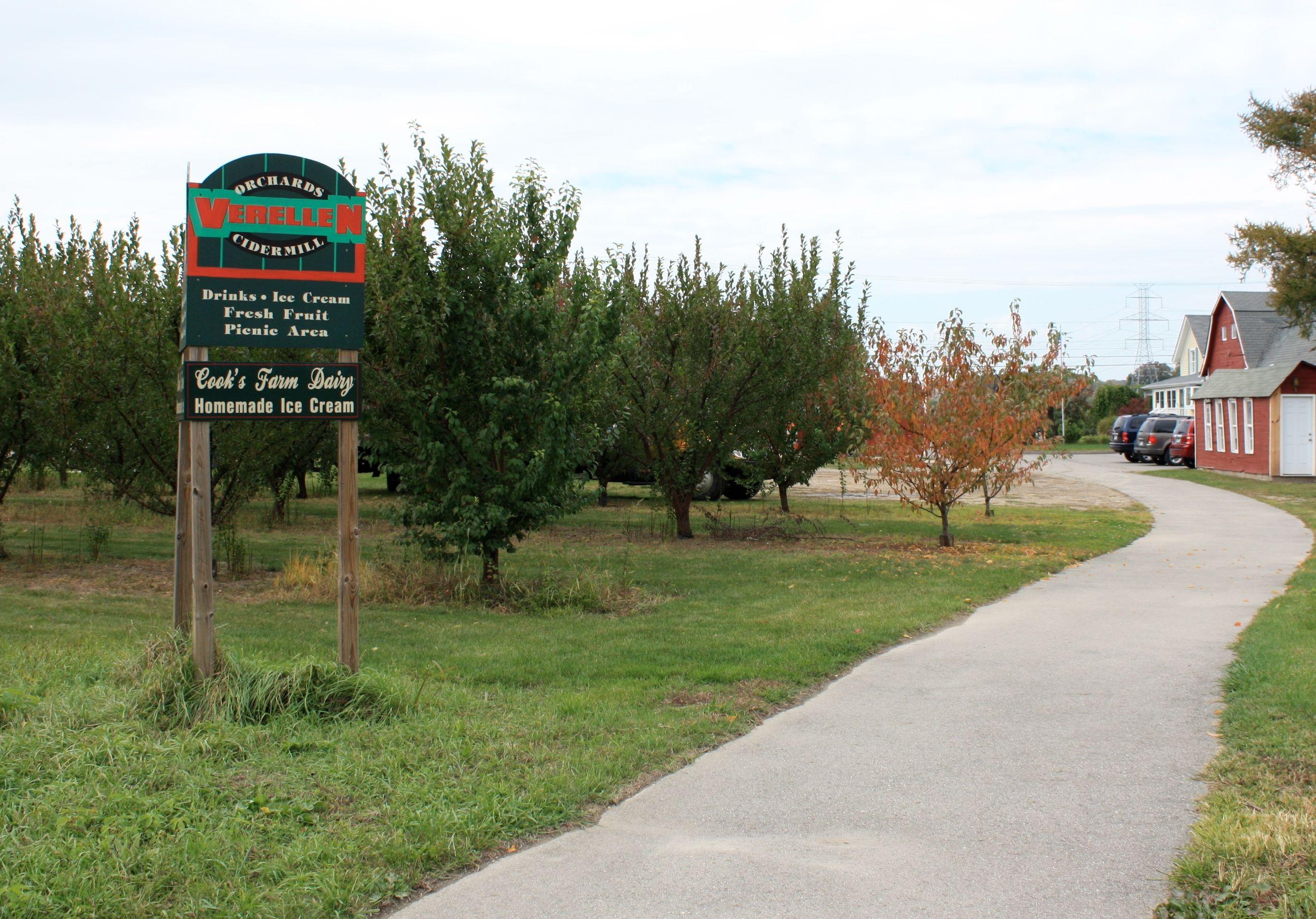 The Macomb Bike trail entrance to Verellen Orchards, Washington, MI ...
