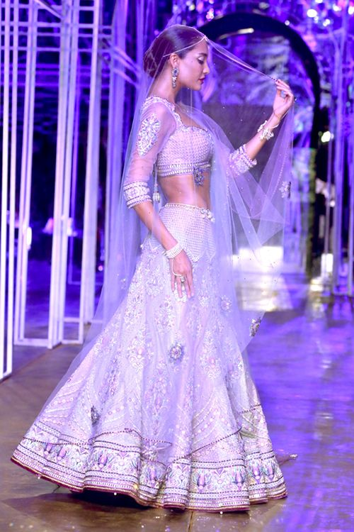 Sheer veils are sure to be in vogue and they are perfect for our blushing brides, we feel! Show stopper Lisa Haydon perfectly balances the old and new at the IBFW 2013. Source: weddingsonline.in
