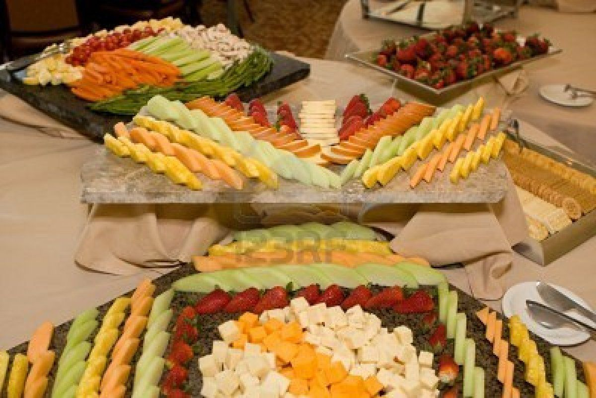 Idée Decoration Plateau De Fromage Trays Of Fruit Cheese Vegetables And Crackers Are