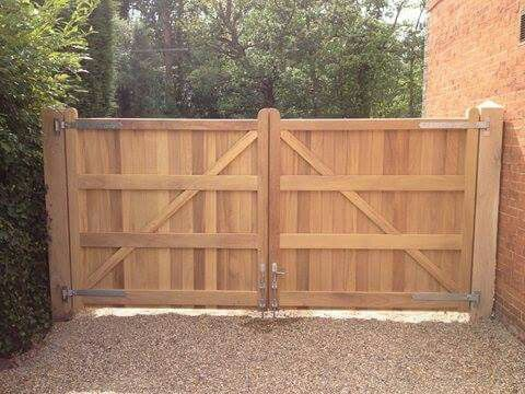 Pin By David Robinson On Wood Fences In 2019 Driveway Gate Wood
