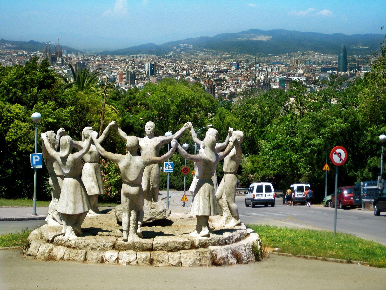 La Sardana es un baile típico de Catalunya, impresionante muestra de unidad. Aquí un homenaje a esta muestra de identidad nacional en Barcelona.