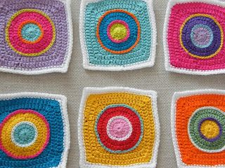 Circle in a square with surface slip stitches made by Een streepje zonlicht
