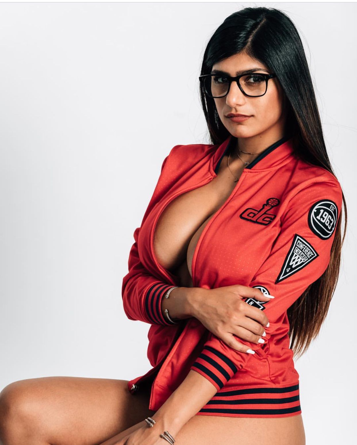 Amazing tits mia khalifa getting hammered hard by bbc - 4 4