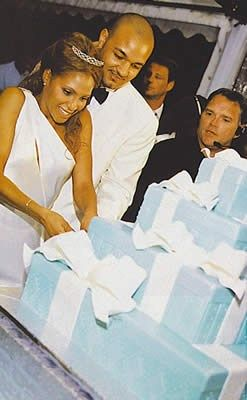 Toni Braxton Wedding.Toni Braxton Cuts Her Present Theme Wedding Cake Breathe