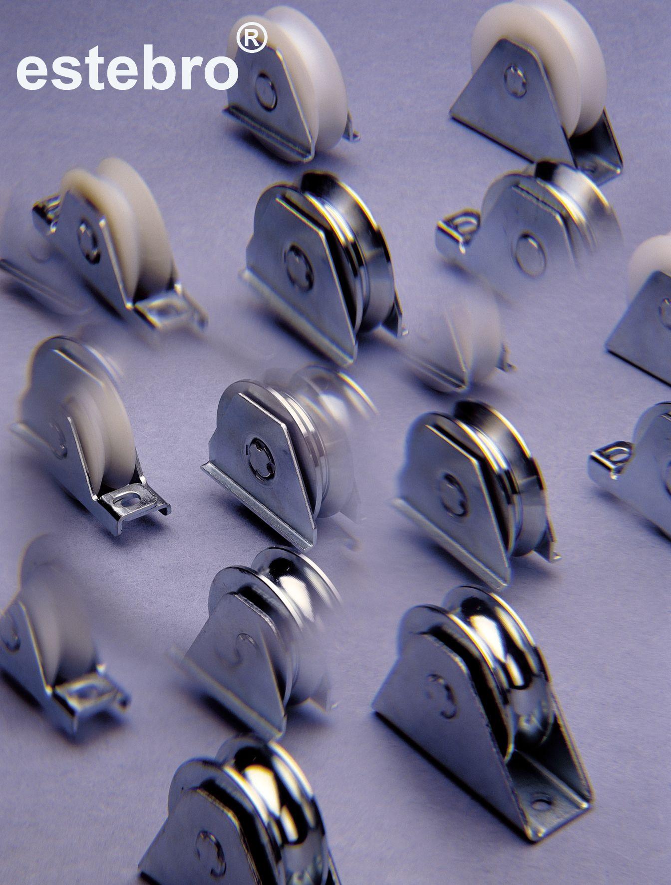 Estas poleas o ruedas para puertas son herrajes para for Puertas corredizas metalicas