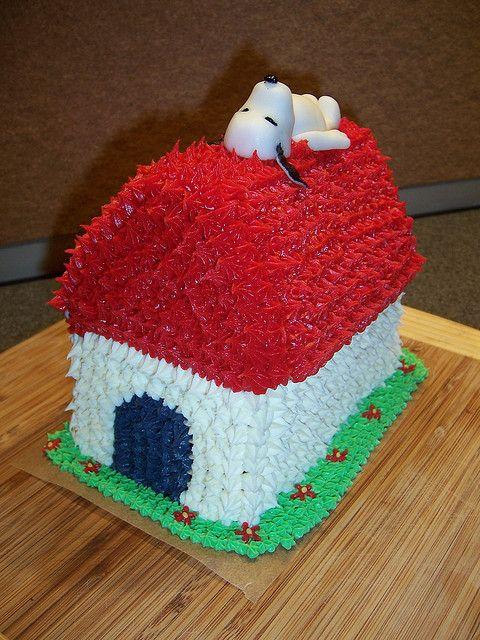 Snoopy Cake with Fondant Snoopy by thelittlecakeshop. via Flickr | Snoopy cake. Snoopy birthday party. Snoopy birthday