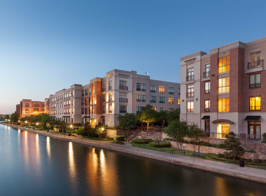 Luxury Irving Apartments At Amli Las Colinas Texas Apartments Looking For Apartments Hillside Apartments