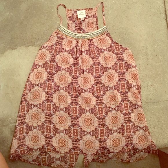 Jeweled Neck Knox Rose Top Worn once. Perfect condition. Beautiful jeweled neckline & split slit back. Would look great on a tan! Perfect for summer! Knox Rose Tops