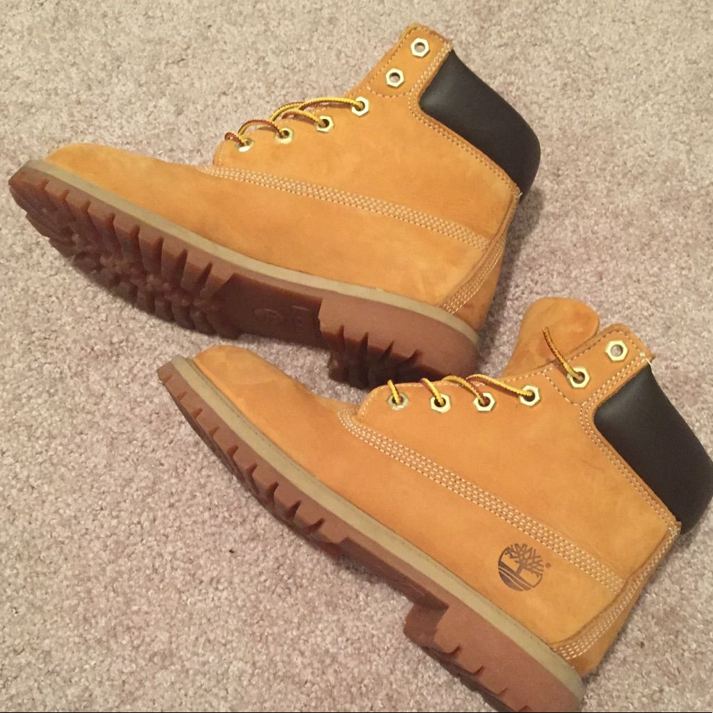 Timberland Classic Wheat Boots Kid Size 6 | Color: Brown