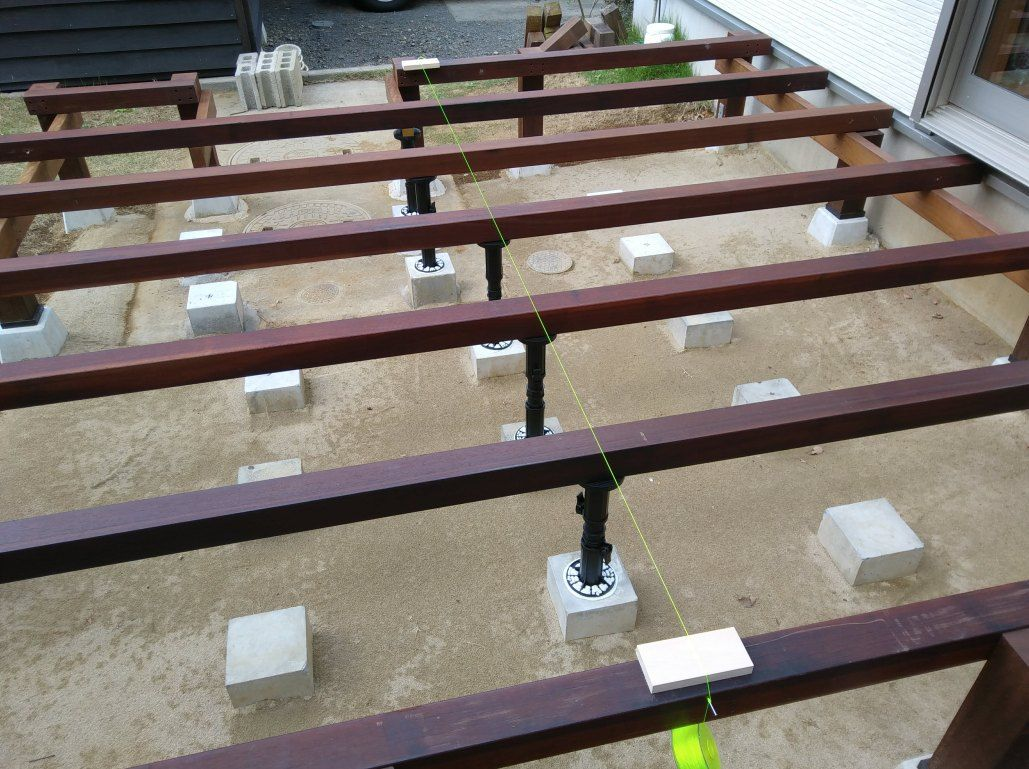 ウッドデッキの作り方 土台の構造 束柱 根太 と作り方とは